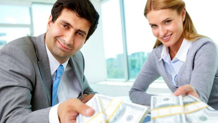 Why You Should Apply for Personal Loan from a Licensed Moneylender Instead of a Bank